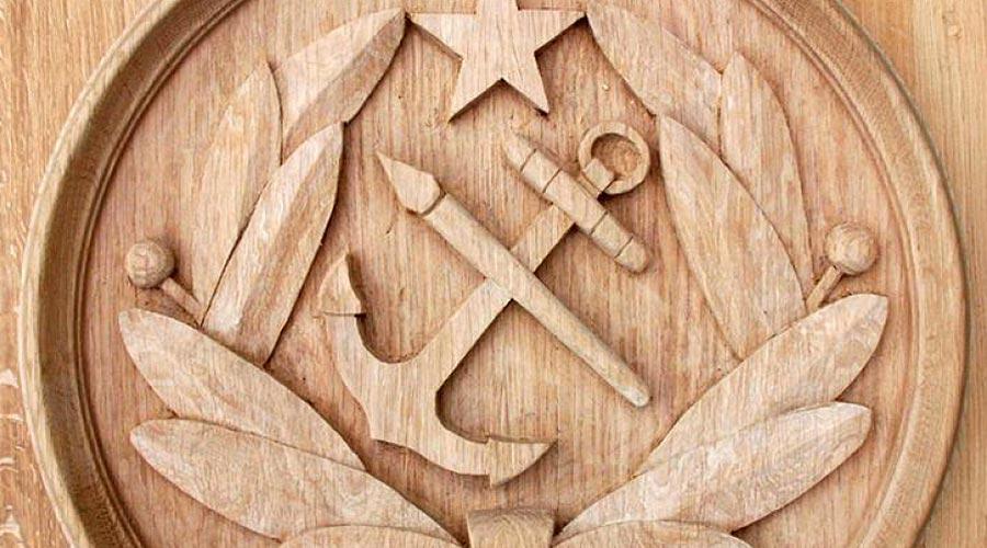 Dominique Josse sculpture sur bois © Académie des Arts et Sciences de la Mer