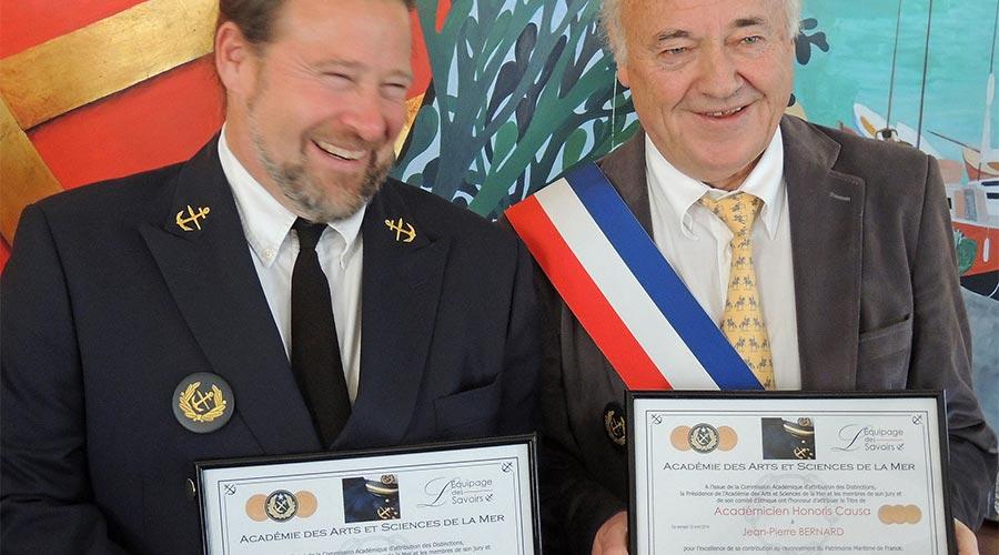 Jean-Pierre BERNARD Maire Mesquer et le directeur de Skoll Ar Mor © Académie des Arts et Sciences de la Mer
